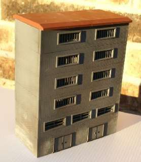 HO SCALE 6 STORY WEATHERED DOWNTOWN CITY/COUNTY JAIL/PRISON BUILDING