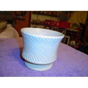 MCCOY POTTERY SWIRL RIBBED WHITE PLANTER