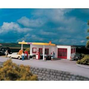 SHELL GAS STATION   PIKO HO SCALE MODEL TRAIN BUILDINGS