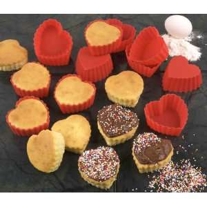 HEART SHAPED SILICONE CUPCAKE MOLDS   SET OF 12: Kitchen