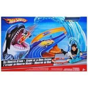 Hot Wheels Sea Monster Attack Playset with 164 Scale Die